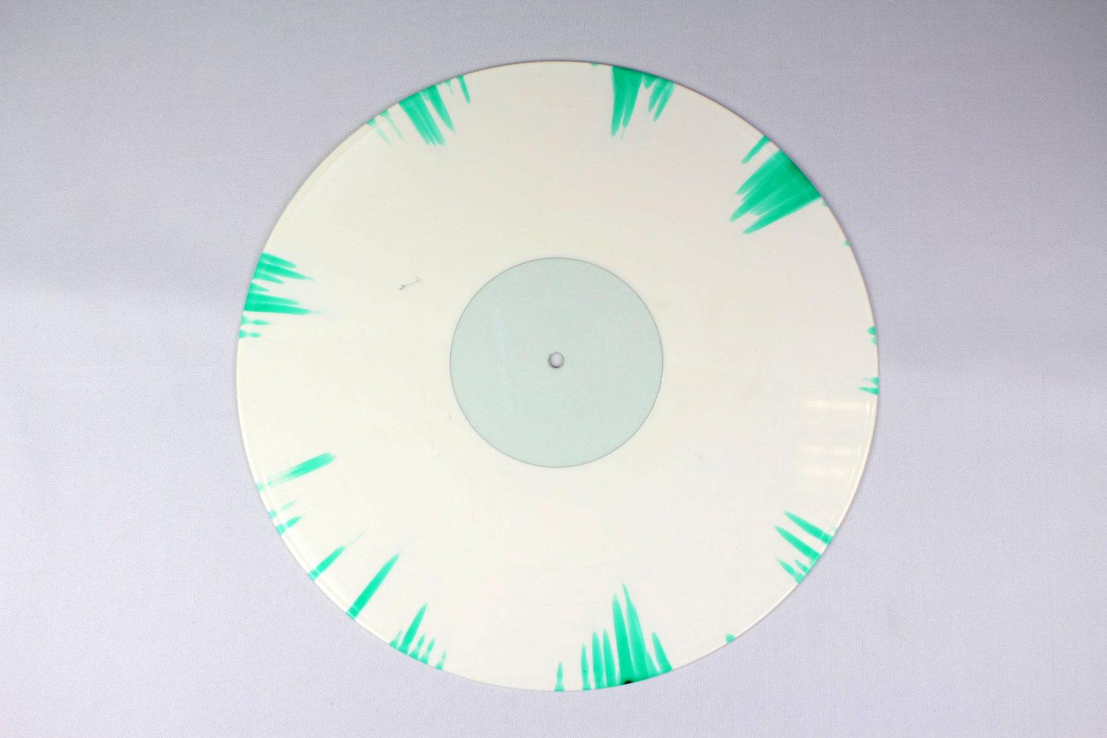 70% white + 30% clear / Splatter: green