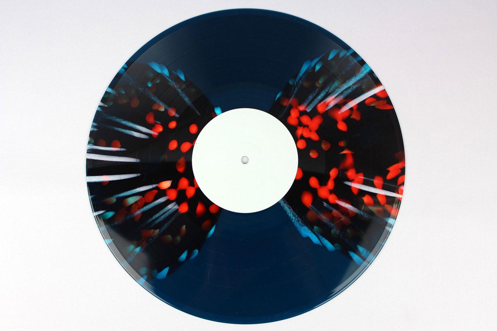 50% green, 50% blue / Splatter: white / coloured circles: red transparent