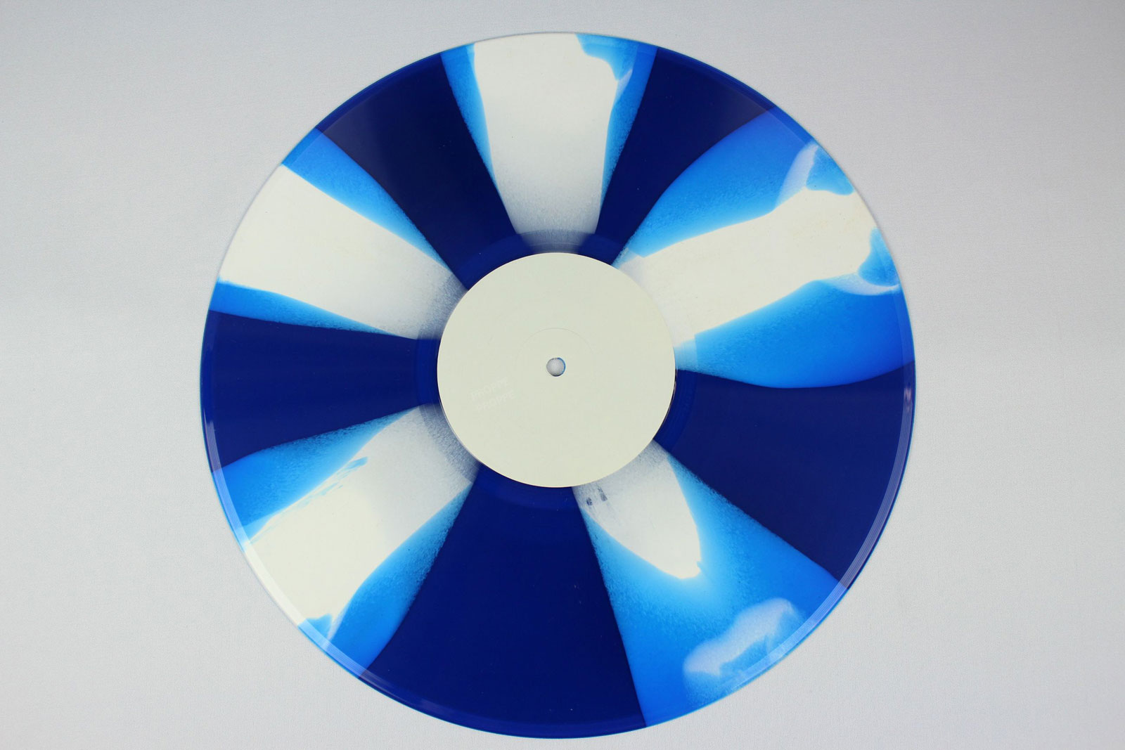 blue / coloured dab: 70% white + 30% clear