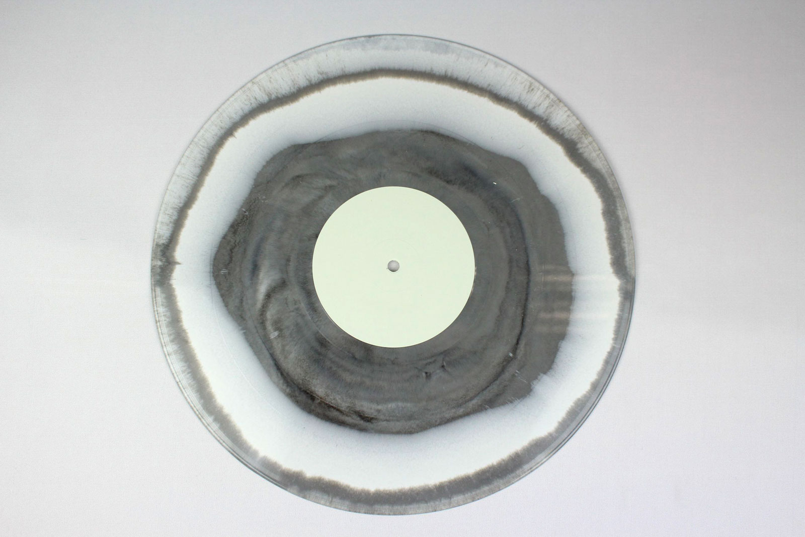 Side A: 90 % white + 10 % black / Side B: 70% white + 30% clear