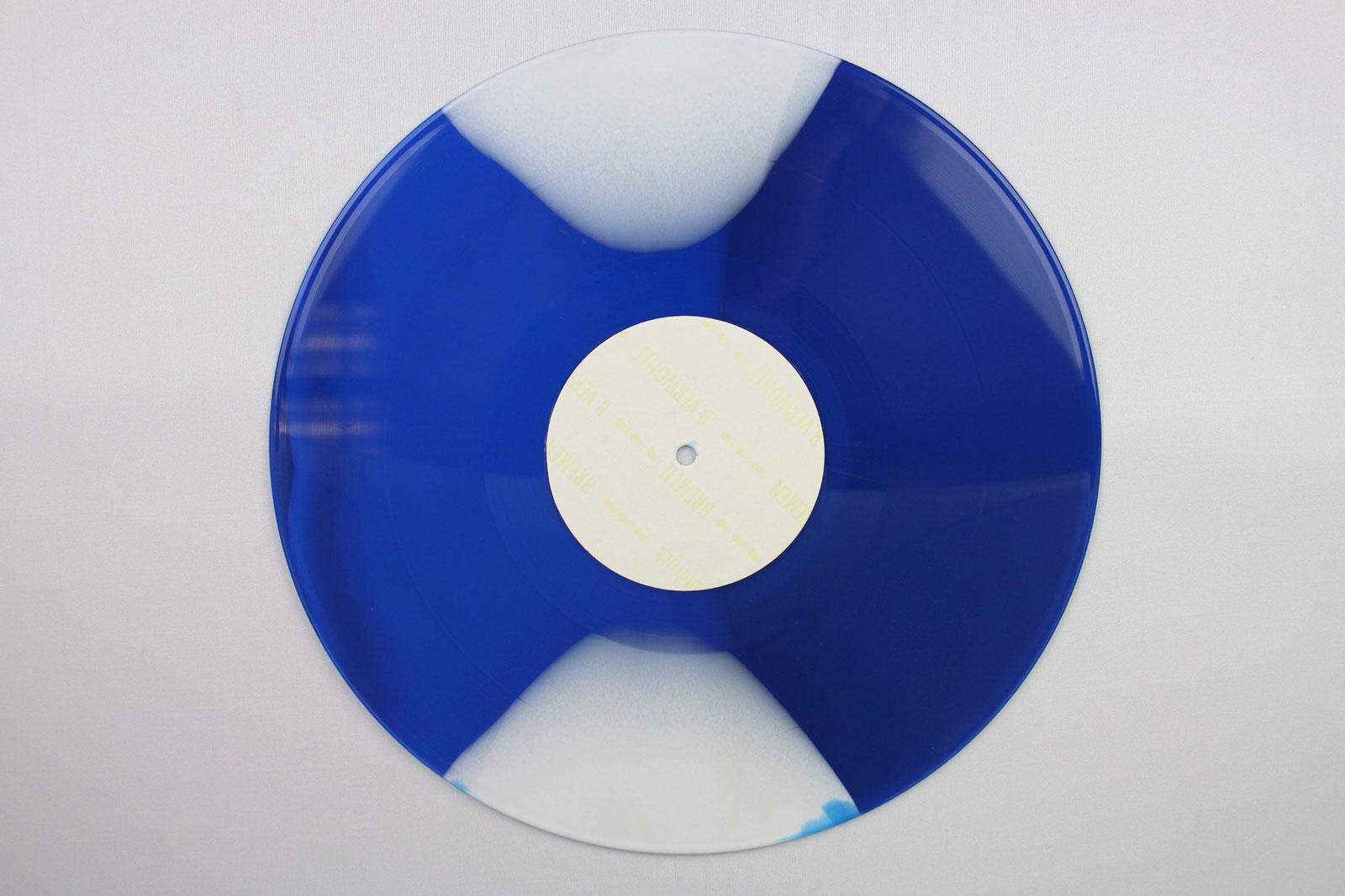 blue / coloured thread: 70% white + 30% clear