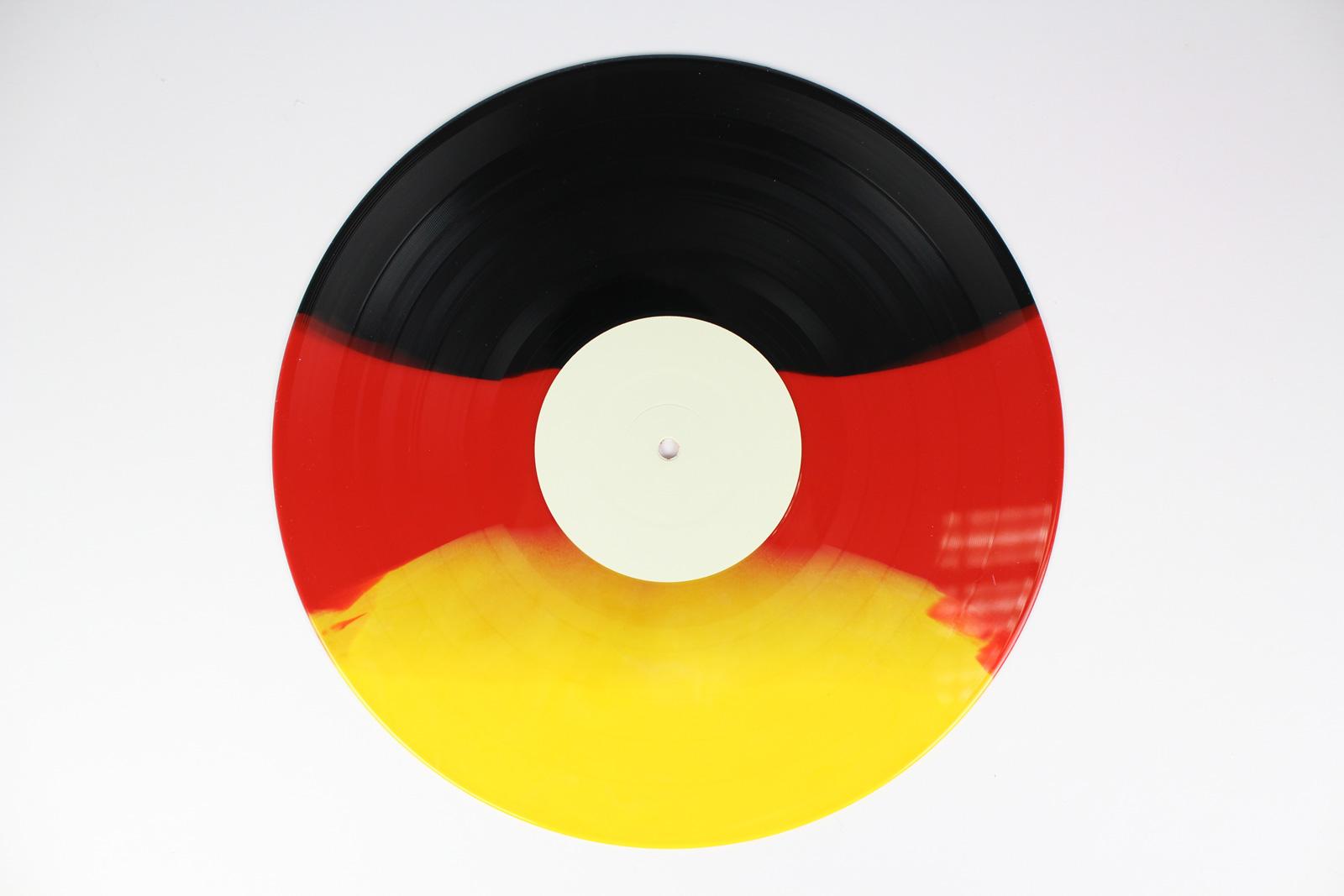 black / red-opaque / white 40%, 35% orange, 25% yellow
